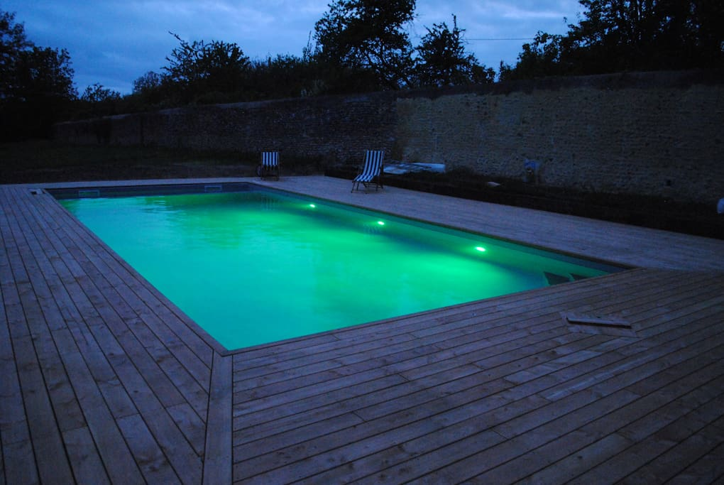 Piscine chauffée by night