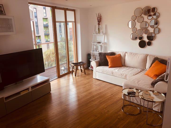 Double bedroom with en-suite, modern, clean flat