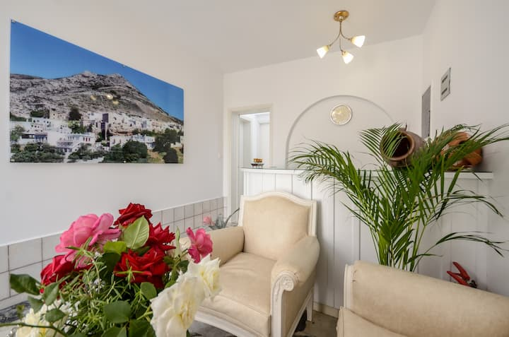Ξενοδοχείο Λύγδαμις-Ημιυπόγειο στούντιο με αυλή