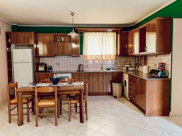 Cozy apartment near Airport and beach