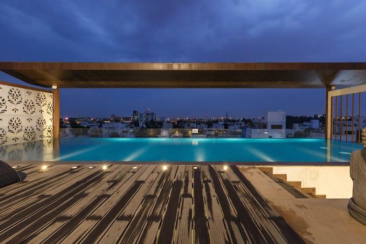 Moksh Luxury Suites - Pool & Jacuzzi Access
