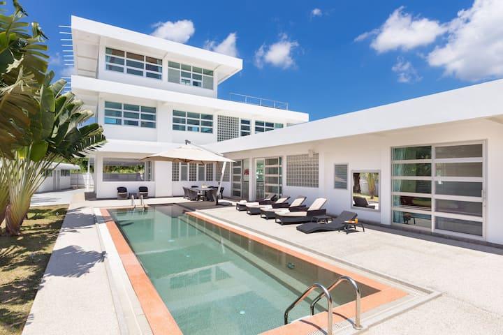 Wonderful large luxury villa with private pool