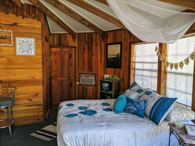 Birdie Blue Yurt with Mountain View