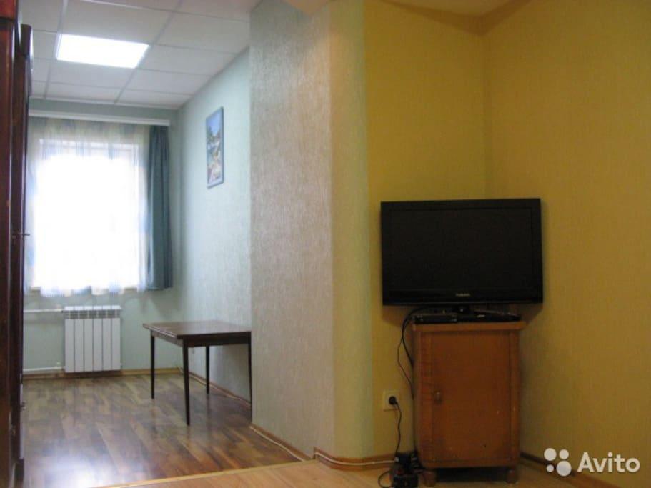 Зал, состоит из двух смежных комнат