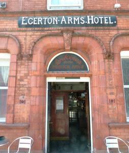 Rm7 Deansgate 500m ensuite @the Egerton Arms Hotel - Guesthouse