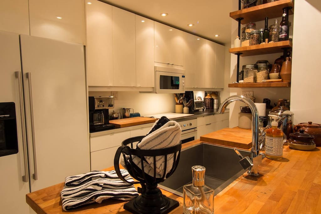 Large sized kitchen, clean towels and plenty of counter space and lighting