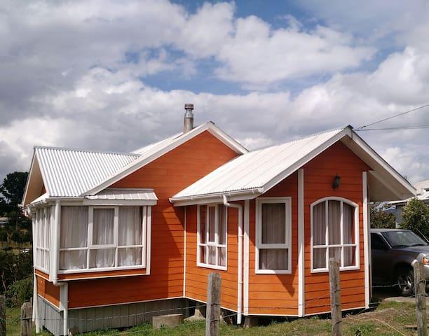 Casa el Avellano Dalcahue - Dalcahue - Dům