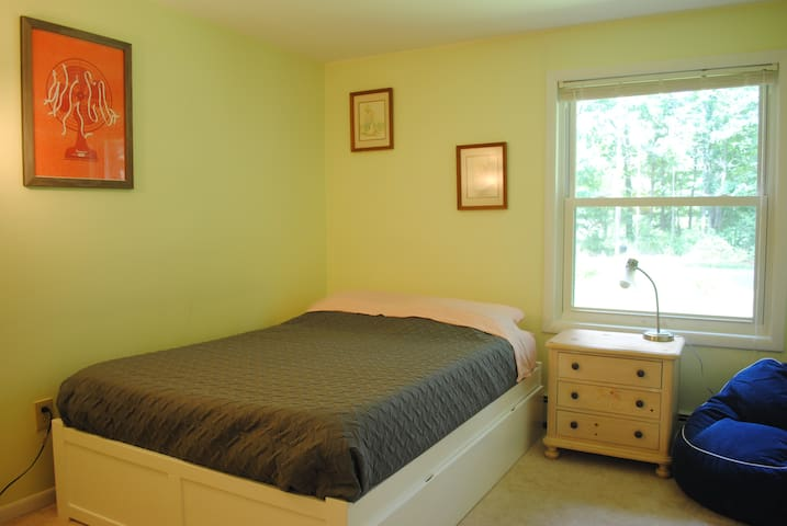 2 Bedroom/1 Bath in Comfy-Tranquil Berkshire Home