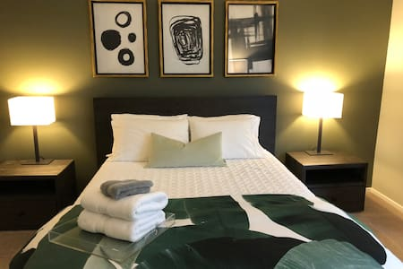 Amazing Walk of Fame private bedroom