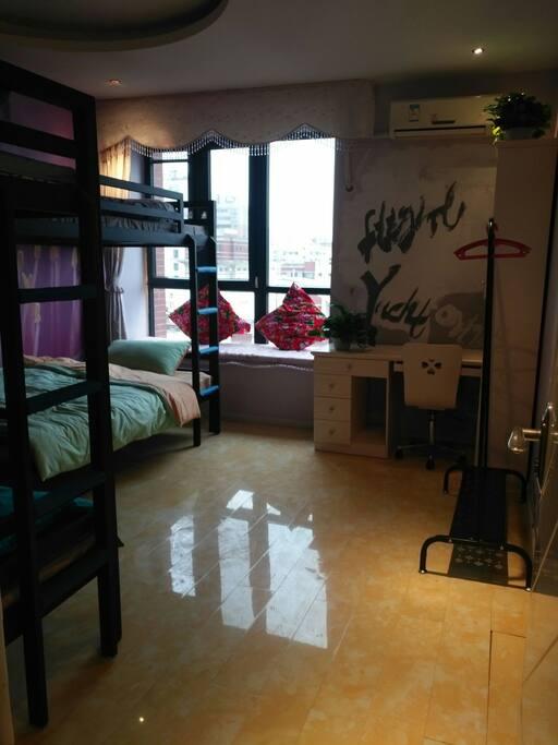 一楼卧室有2张上下铺