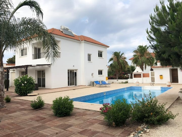 BEACH House 50m from the sea with private pool!