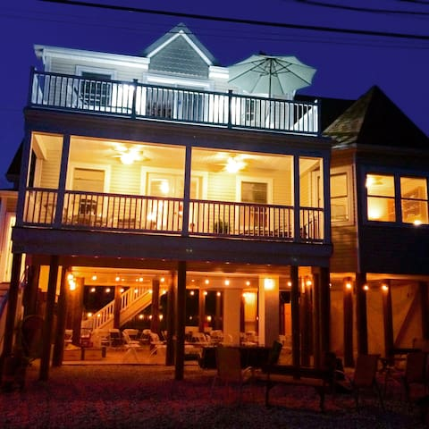 Upscale shore home, walk to beach, only 1 wk left