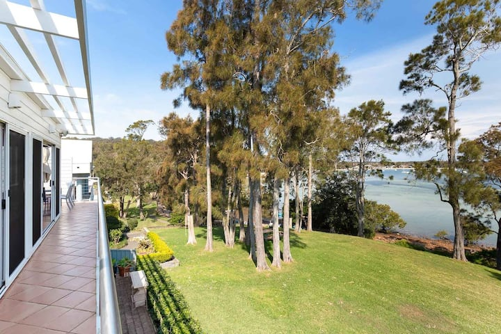 1/44 Danalene Pde - fantastic waterfront property with air con