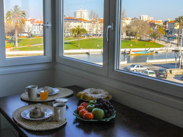 Up to 7 guests. Free WI-FI. Canal views.