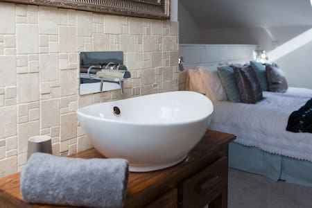 Beautiful new barn cottage, 10 mins walk to beach - Cornwall - Hus