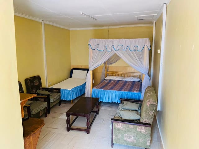 Double room with toddler bed