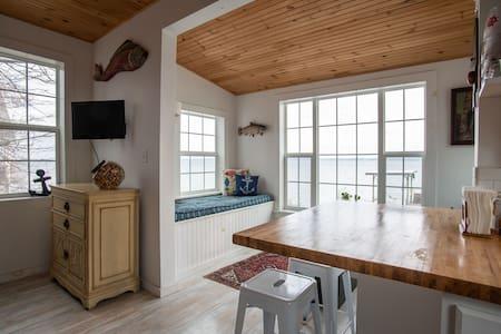 Charming FLX cottage, west side of Seneca Lake