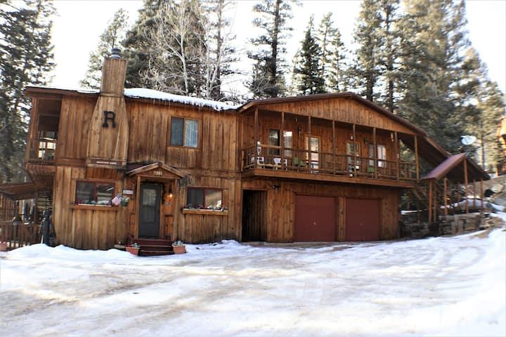 Ridgeview Lodge Apt - In Town -Jacuzzi Tub