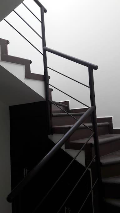Dos plantas, una sola escalera.
