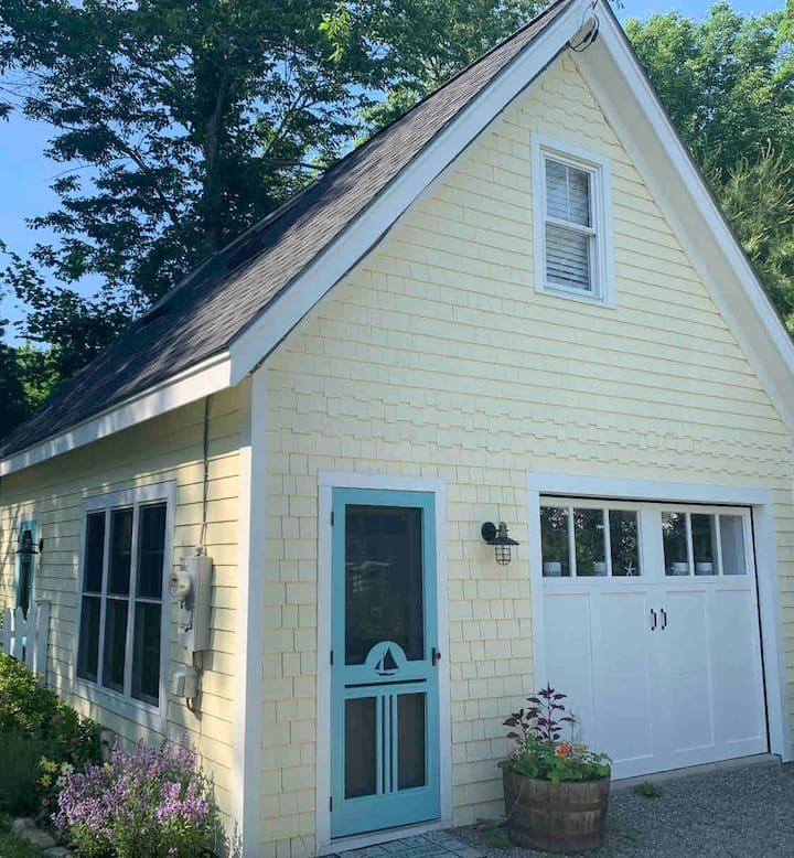 Jacobs Ave Cottage- In Town (EV Hook UP)