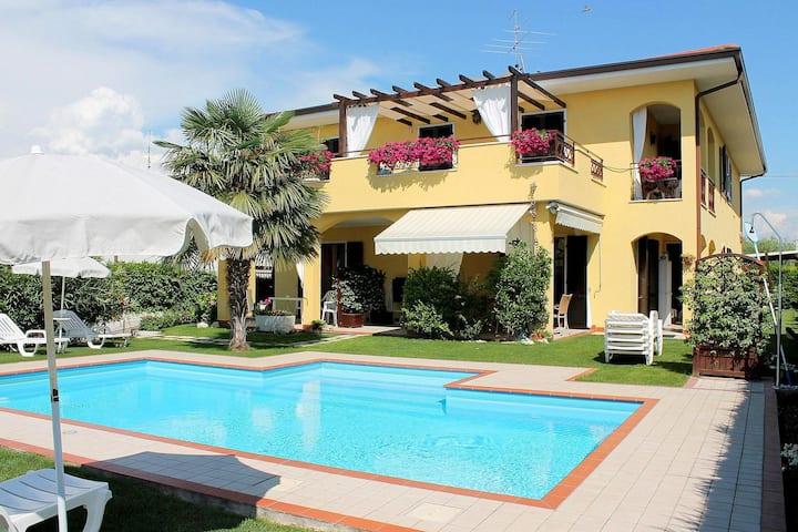 Grande maison de vacances avec piscine partagée à Lazise