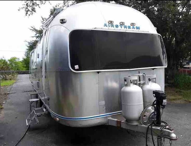 Airstream Will Deliver: American Rose