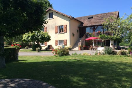 Self Contained, 2 bedroom apartment with en-suite - Ladignac-le-Long - House