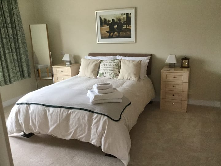 De-Lux Double Bedroom Highcliffe Christchurch