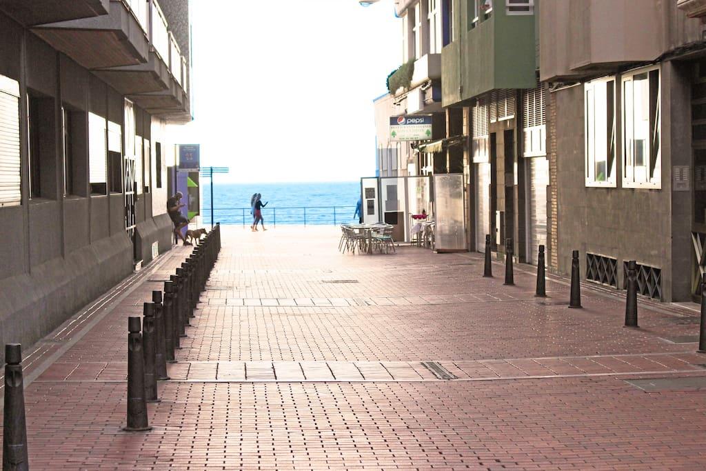 Nuestro piso 100-100: espacio de 100m2 y ubicado en 100m de la Playa