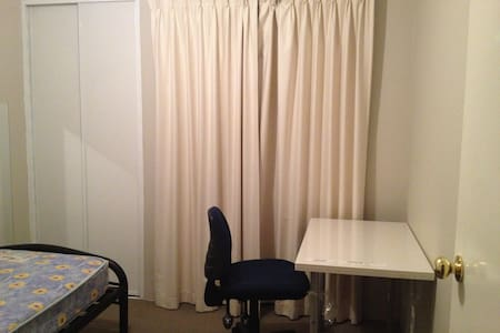 single private room king single bed - Thornlie - Haus