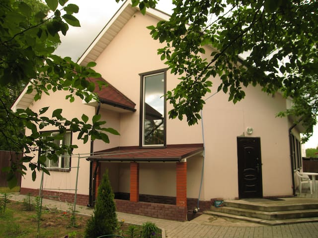 Уютная комната с душем в загородном доме - Razmetelevo - Konukevi