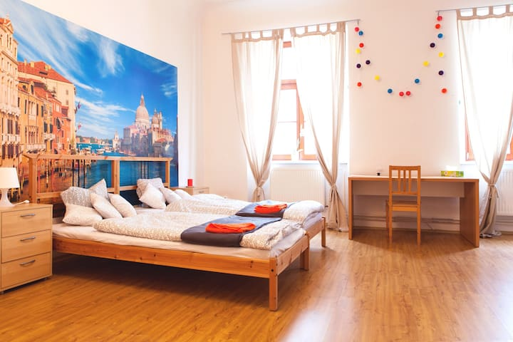 Spacious room in italian style in the centre - Brno - Apartemen