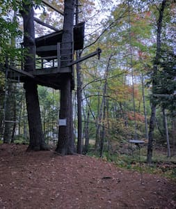 Small tree house with  Zip-line and Rope-Swing