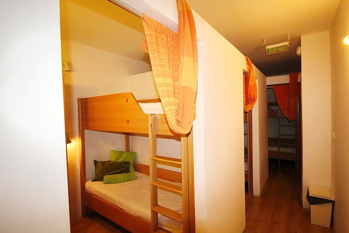 Bed in a hostel with shared facilities - Budapest - Asrama