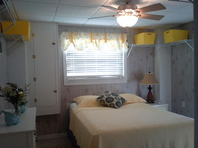 1 bdr 1 bth vaca rental on Hendry Cr & Lakes Park - Fort Myers - 아파트