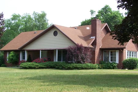 Large home on 5 acres, 10 miles from Louisville - Sellersburg - Hus