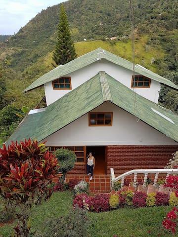 Chalet Felidia, Baja Santa Elena - Felidia - Dağ Evi