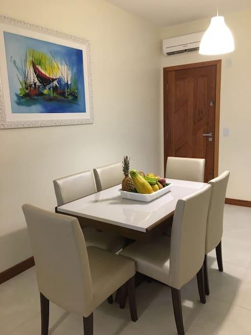 Sala de Jantar com mesa expansível