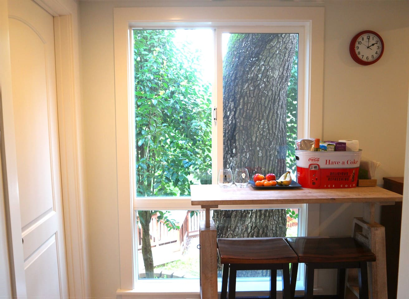 A  breakfast nook  in the Hallway: Exclusive for you!