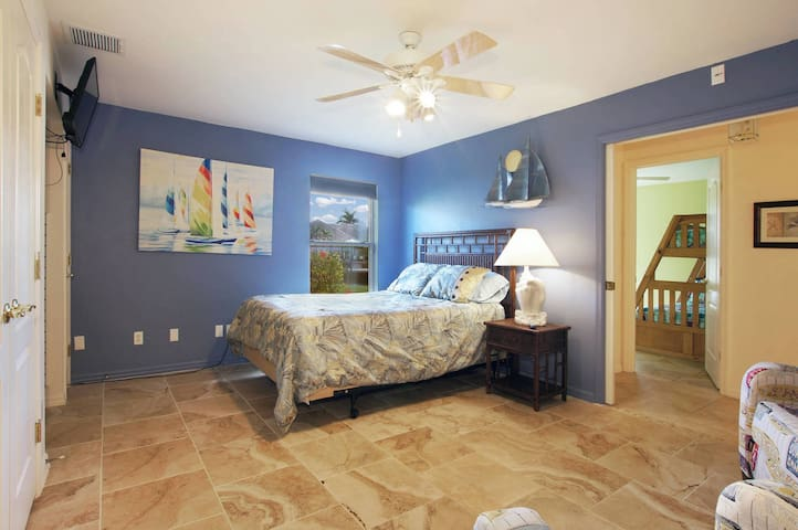 2nd bedroom with own tv/cable & private sitting area perfect for another couple to travel along