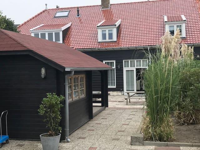 """Huisje Duinen"" aan zee"