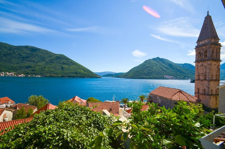 PERAST CITY CENTER SEAVIEW HOLIDAY HOME