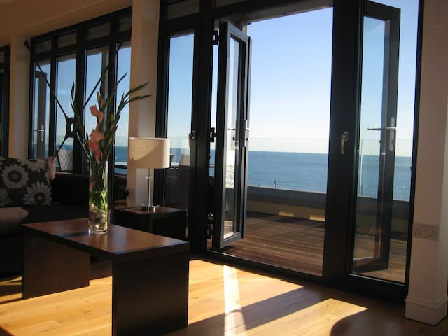 Penthouse 5 - Panoramic Beachfront Sea Views