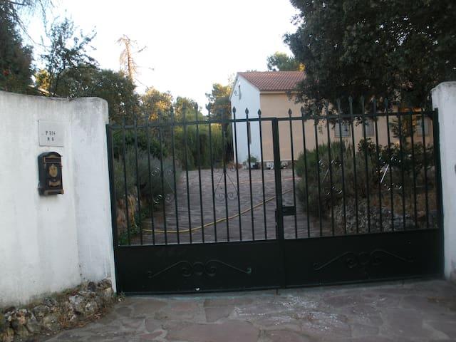 CHALET VACACIONAL CON FINCA DE 3000M2 - Marugán