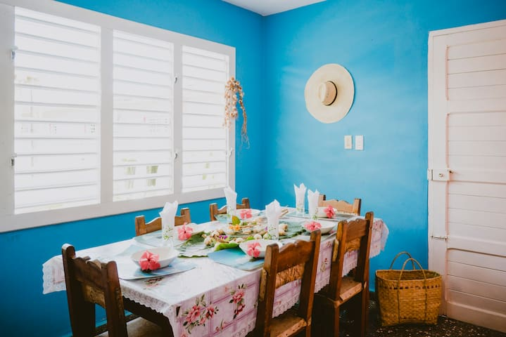 Colorful Home Only 4 Min From Center & Has WIFI!