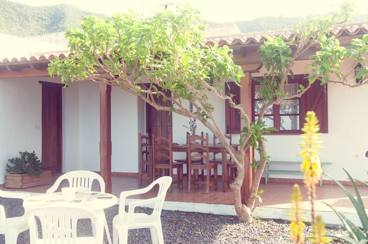 Guest House, Casa Los Hinojales - Tierra del Trigo - บ้าน