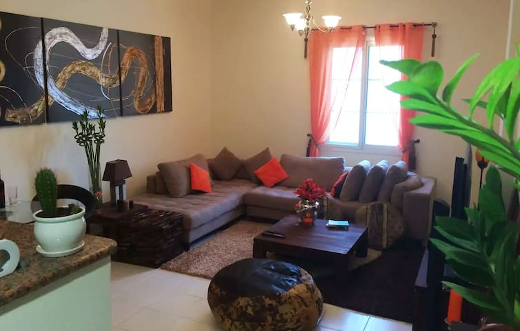 Grand appartement à International City FRA-P09