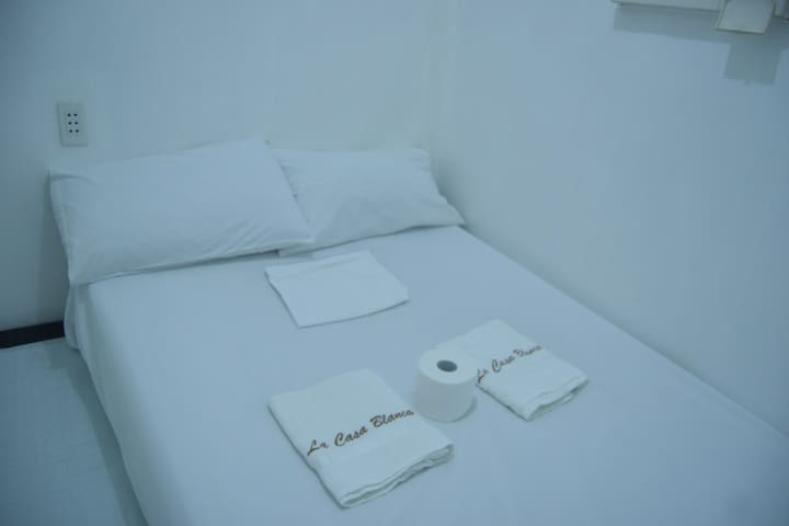 La Casa Blanca: Couple Hut for 2 Pax w/ Mini Pool