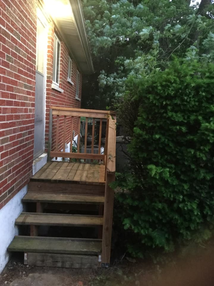 Nice house by airport 15 min to anywhere St Louis
