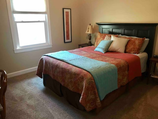 Private Bedroom and Bath in Great SE Spfd Location
